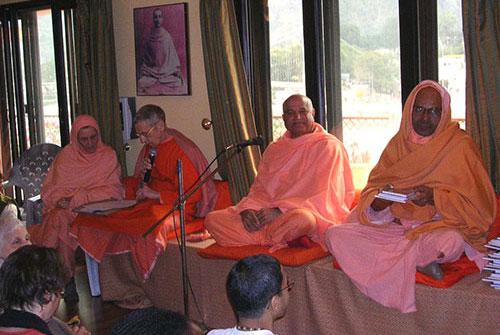 Retiro Yoga Sivananda Ashram 2005-06-400