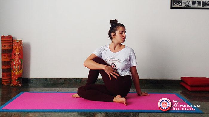 Yoga 12 Posturas Principais 11